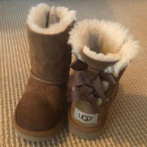 UGG Girls Bailey Bow II Boot in Chestnut